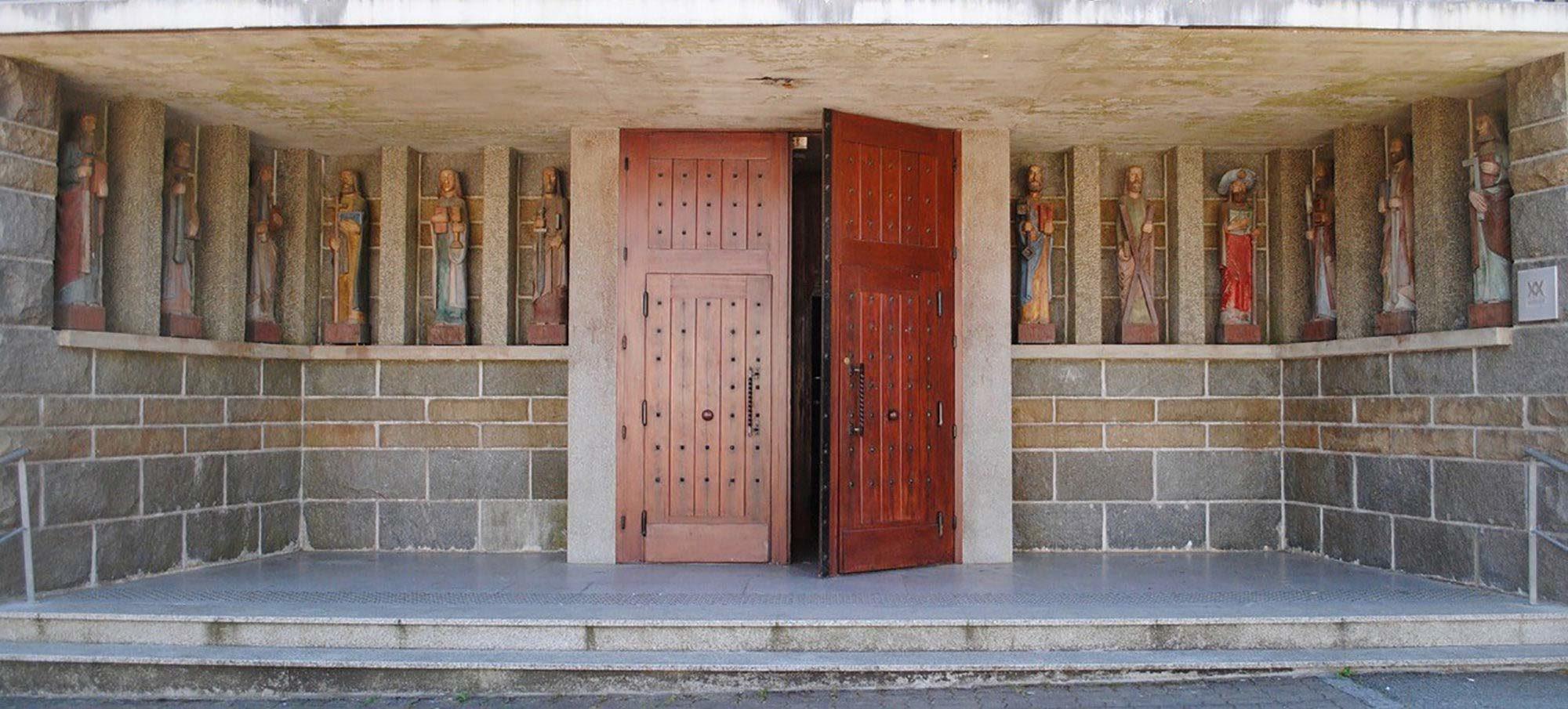 L'entrée de l'église de Kervignac